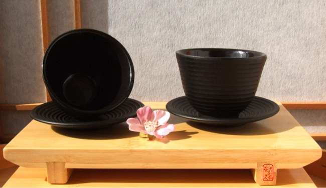 Cast iron black Zen Ripple tea cup and round coaster X2