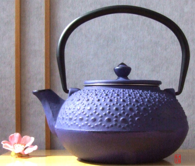Cast Iron Daisy Purple Tetsubin teapot kettle 0.6 litre Japanese style