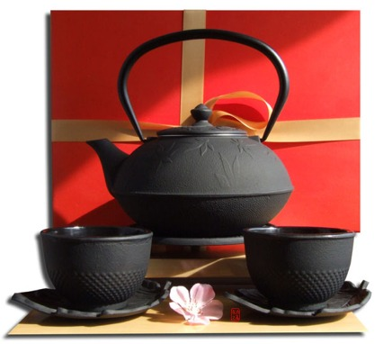 Gift Set – Cups Leaf Saucers Trivet & Maple Leaf Tetsubin Cast Iron  black teapot kettle 1 litre
